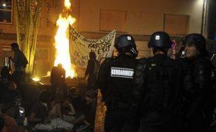 Des gendarmes face à des opposants au barrage de Sivens le 26 octobre 2014 à Gaillac