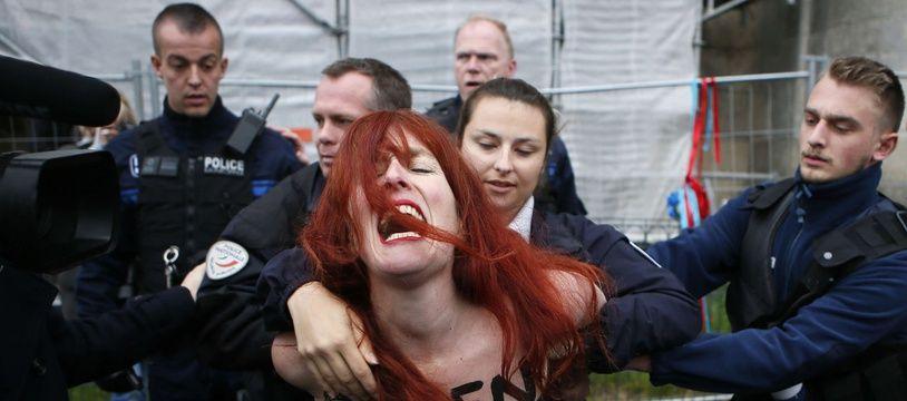 Une militante Femen interpellée à Hénin-Beaumont.