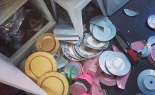 La Yellow Cube Gallery vous propose de venir casser des assiettes afin de revivre les traditionnelles ruptures.