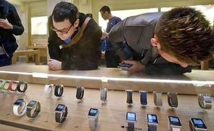 Des Apple Watch dans la boutique D'apple Opéra, à Paris.