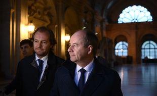 L'ancien ministre de la Justice, Jean-Jacques Urvoas (à droite), arrivant à la Cour de justice de la République, le 24 septembre 2019.