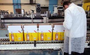 Une chaîne d'emballage du groupe Pernod-Ricard à Vendeville, dans le nord de la France, le 31 janvier 2013