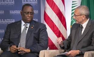 Le président du Sénégal Macky Sall (g) avec le conseiller à la Maison Blanche John Podesta, lors d'un sommet entre les Etats-Unis et l'Afrique à Washington, le 4 août 2014