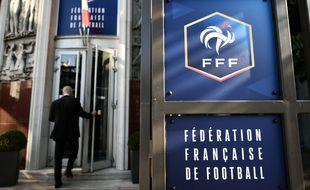 Les incidents et actes de violences verbales ou physiques lors de matchs de football amateur ont augmenté légèrement sur la saison 2017/2018, a annoncé la FFF