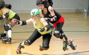 Tous les moyens sont bons pour empêcher l'adversaire de passer, mais les coups de coudes sont interdits.