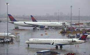 Plus de 500 vols ont été supprimés à cause du vent à l'aéroport de LaGuardia de New York, le 2 mars 2018.