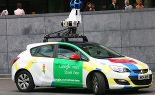 Une voiture Google Street View équipée d'une caméra 360 degrés.