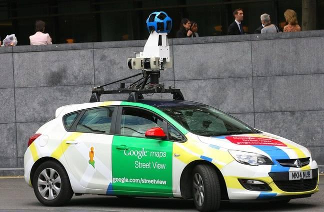 mieux vaut ne pas croiser une voiture google street view quand on fait du cheval. Black Bedroom Furniture Sets. Home Design Ideas