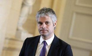 Six députés UMP et un sénateur vont voter en faveur du projet de loi sur la transparence, selon une tribune publiée dans Le Monde daté mercredi notamment signée par Laurent Wauquiez.