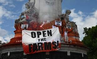 Plusieurs centaines de défenseurs des animaux et de militants végans ont défilé samedi 8 juin 2019 dans les rues de Paris à l'appel de l'association anti-viande L214.
