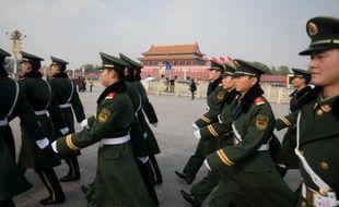 """Les autorités chinoises ont resserré encore leur étau sur les régions tibétaines, face à une vague de suicides de Tibétains qui vient mettre à mal le thème de la """"société harmonieuse"""" mise en avant au congrès du Parti communiste, ont rapporté vendredi des habitants et des ONG."""