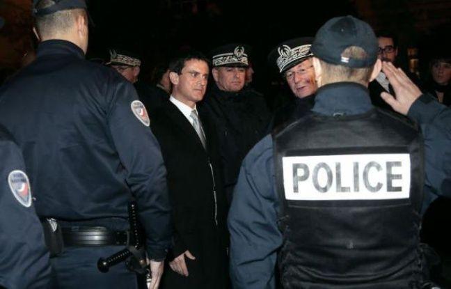 Un total de 1.193 véhicules ont été incendiés, dont 344 par propagation, pendant la nuit de la Saint-Sylvestre en France, a annoncé mardi le ministre de l'Intérieur, Manuel Valls, lors d'une allocution à la place Beauvau.