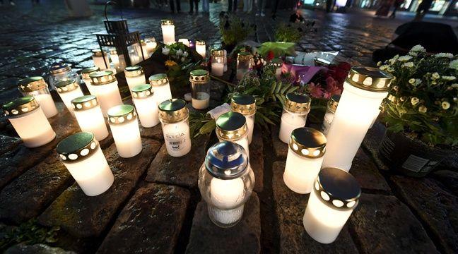 Des bougies ont été déposées à l'endroit où les passantes ont été poignardées le 18 août 2017 à Turku. – Vesa Moilanen/AP/SIPA