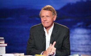 Patrick Poivre D'Arvor dans Vol de Nuit, sur TF1, le 1er décembre 2010