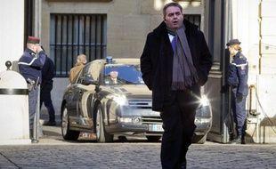 Le ministre du Travail, Xavier Bertrand, a assuré lundi sur RTL qu'il n'était pas favorable à une remise en cause des 35 heures, contrairement à ce que prônent certains à l'UMP comme au centre.