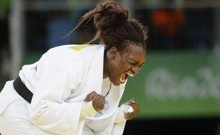 Emilie Andeol après sa médaille d'or olympique