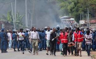 Manifestants et forces de l'ordre à Bujumbura au Burundi, le 26 avril 2015