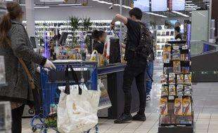 Pour le préfet de Haute-Garonne, il y avait trop de monde dans les centres commerciaux ce samedi. Illustration.