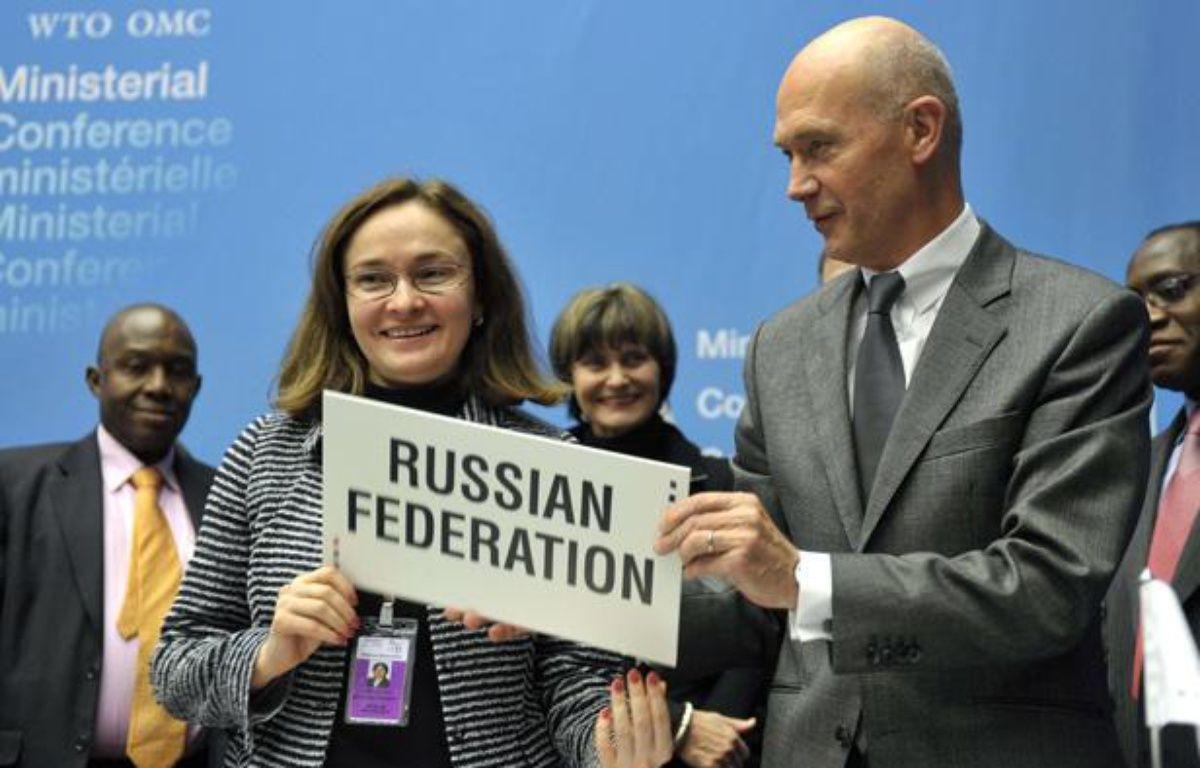 La ministre russe du Développement économique Elvira Nabiullina et le directeur général de l'OMC Pascal Lam après la signature de l'accord d'adhésion de la Russie à Genève le 16 décembre 2011. – Martial Trezzini/AP/SIPA
