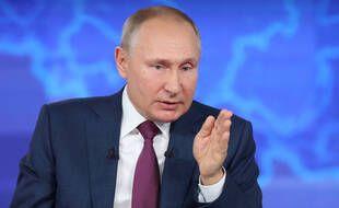 Vladimir Poutine s'oppose à la vaccination obligatoire, mais pousse les Russes à se faire vacciner.