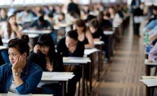 Les lycéens de terminale peuvent commencer à partir de vendredi à faire leurs choix pour l'enseignement supérieur, avec la procédure de préinscription via internet Admission Post-Bac (APB), et il leur est conseillé de porter une attention particulière à leur premier voeu.