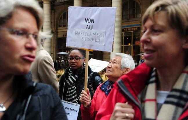 Manifestation à Paris contre l'abrogation de la loi sur le harcèlement sexuel, le 5 mai 2012.