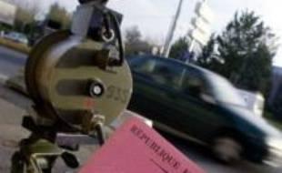 Un Nancéien de 23 ans, privé de permis de conduire pour cause d'infractions commises par un homonyme parisien né le même jour que lui, s'est vu restituer son permis mercredi, a annoncé la préfecture de Meurthe-et-Moselle.