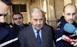 """Dix-huit mois d'emprisonnement avec sursis ont été requis lundi devant le tribunal correctionnel de Paris contre l'ancien ministre de l'Intérieur Charles Pasqua, accusé d'avoir passé un """"pacte de corruption"""" pour financer sa campagne des élections européennes de 1999."""