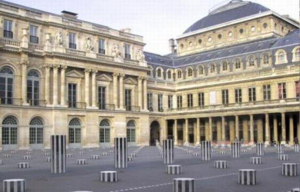 Les colonnes de Daniel Buren au Palais Royal – DR