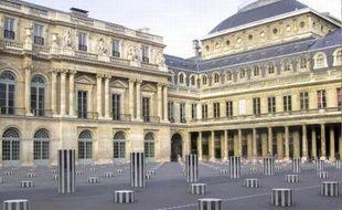Les colonnes de Daniel Buren au Palais Royal