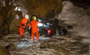 Les marins-pompiers ont eu le plus grand mal pour extraire le corps du véhicule.