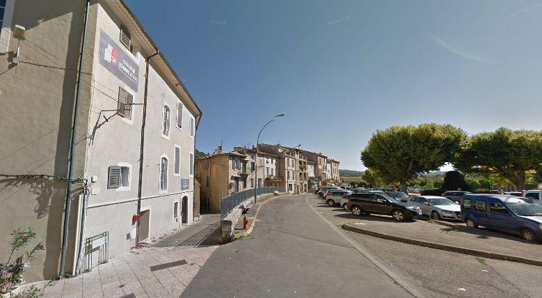 Une ceinture d'explosifs factice sème la panique dans un collège — Vaucluse