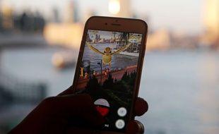 Illustration du jeu Pokemon Go sur une smartphone.