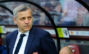 Lyon's French head coach Bruno Genesio looks on prior to the French L1 football match between Metz (FCM) and Lyon (OL) on April 8, 2018 at Saint Symphorien stadium in Longeville-Les-Metz, eastern France.  / AFP PHOTO / JEAN-CHRISTOPHE VERHAEGEN