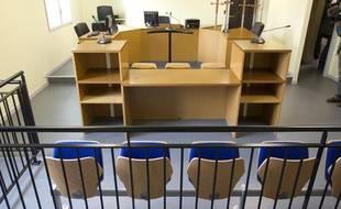 Une salle d'audience dans l'annexe du tribunal de Meaux (Seine-et-Marne) à proximité du Centre de Rétention Administrative du Mesnil Amelot et de l'aéroport Roissy Charles de Gaulle, le 17 septembre 2013.