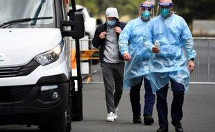 Deux cas positifs au Covid-19 ont été détectés parmi les joueurs nouvellement arrivés sur le sol australien.
