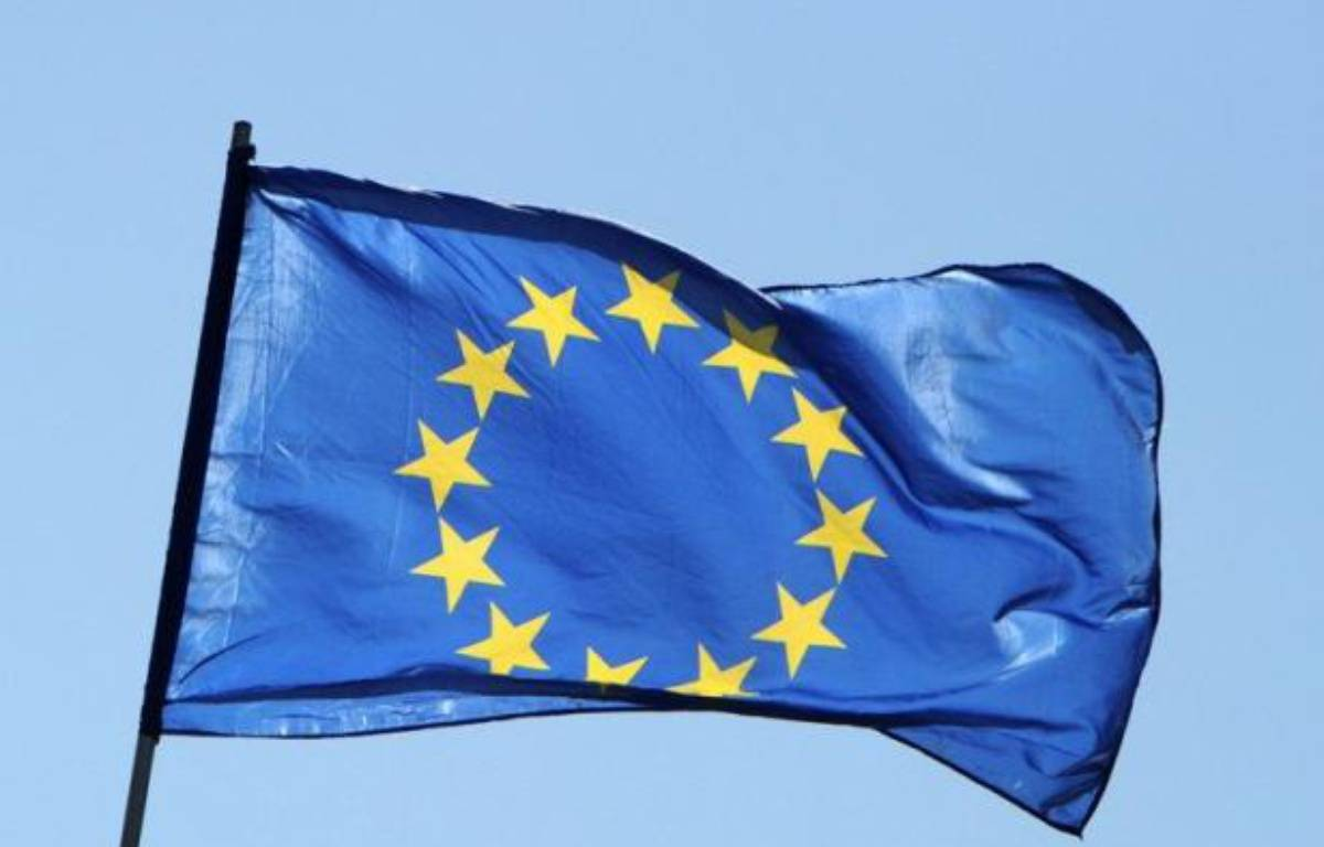 """La zone euro va mettre en forme jeudi le plan d'aide aux banques espagnoles, que Madrid devrait réclamer """"dans les jours qui viennent"""" et discuter des ajustements possibles du programme de réformes exigé de la Grèce au moment où le pays se dote d'un nouveau gouvernement. – Jens Kalaene afp.com"""