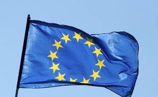 """La zone euro va mettre en forme jeudi le plan d'aide aux banques espagnoles, que Madrid devrait réclamer """"dans les jours qui viennent"""" et discuter des ajustements possibles du programme de réformes exigé de la Grèce au moment où le pays se dote d'un nouveau gouvernement."""