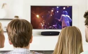 Vendue moins de 200 euros, la barre de son Boost TV de Harman permet d'équiper un petit écran.