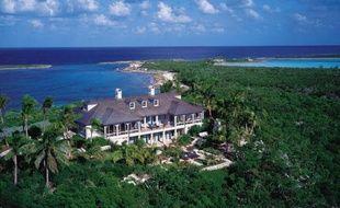 Cédée récemment pour 60 millions d'euros, l'île seychelloise d'Arros, ancienne propriété de la milliardaire française Liliane Bettencourt, est loin d'être représentative du marché mondial des îles privées, beaucoup plus abordable qu'il n'y paraît.