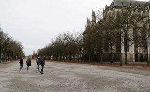 Le cours Saint-Pierre, à côté de la cathédrale, à Nantes.