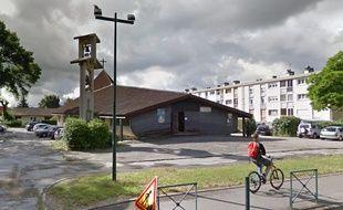 L'église Saint-André se situe chemin de Michoun, à la Roseraie.
