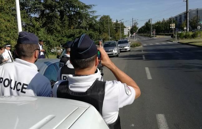 Le 17 septembre 2019. Illustration police. Ici des policiers menant un contrôle routier à Vénissieux, près de Lyon.