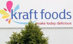 Le géant américain de l'alimentation Kraft Foods a annoncé jeudi que la scission entre son activité de produits frais centrés sur l'Amérique du Nord et celle de ses biscuits, chocolats et chewing-gums, qui sera rebaptisée Mondelez, serait effective au 1er octobre.