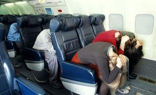 Des passagers testent les procédures d'urgence de la compagnie British Airways