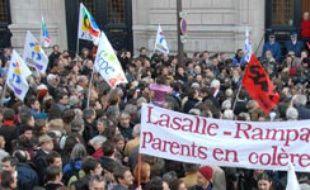 Manifestation après les incidents de la rue Rampal, le mardi 20 mars 2007, entre policiers et parents d'élèves.