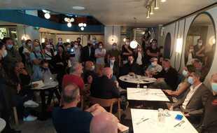 Des dizaines de restaurateurs de Nice réunis ce jeudi matin ont décidé de s'opposer à la fermeture de leurs établissements à 22 heures.