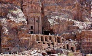 Pétra (Jordanie)  Ancienne cité troglodytique, Pétra fût fondée au VIIIe siècle avant J.C par une civilisation disparue, les Édomites.