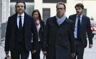 Guillaume Lambert (c), ancien directeur de campagne de Nicolas Sarkozy pour la présidentielle de 2012 arrive au pôle financier à Paris, le 9 octobre 2015, pour être entendu dans l'affaire Bygmalion
