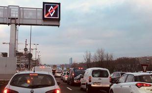 Une voie de covoiturage mise en place récemment sur la M7 à Lyon.